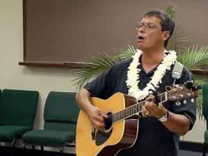 """ʻElele Pono Mele – Jon Osorio sings """"Kuʻu Pua i Paoakalani"""""""