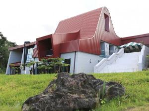 Haleʻōlelo: Ka Haka ʻUla's Home